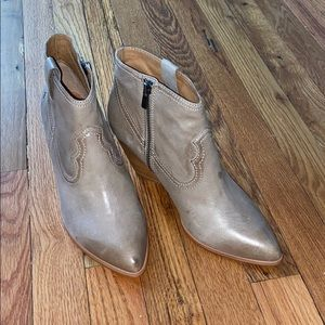 NEw without tags or box ~ FRYE ASH REINA BOOTIES!